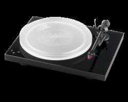 Pro-Ject Debut Carbon RecordMaster HiRes lemezjátszó + Ortofon 2M-Red, fényes fekete