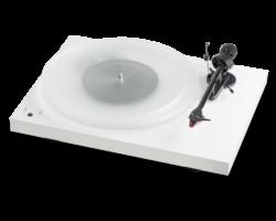 Pro-Ject Debut Carbon RecordMaster HiRes lemezjátszó + Ortofon 2M-Red, fényes fehér