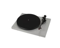 Pro-Ject Debut Carbon DC lemezjátszó /Ortofon 2M-Red/ ezüst