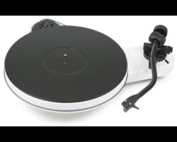 Pro-Ject RPM 3 Carbon analóg lemezjátszó fehér Ortofom 2M-Silver hangszedővel